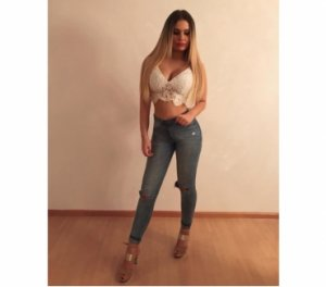 Fatin exploited escorts Sainte-Catherine-de-la-Jacques-Cartier
